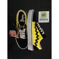 Sepatu Vans Old Skool Peanuts Charlie Brown - Black Yellow