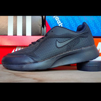 sepatu sneakers keren full hitam polos nike airmax logo hitam