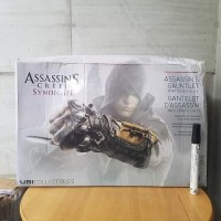 mainan action figure Senjata assasins creed brotherhood Ezio auditore