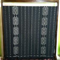 kain tenun blangket halus motif etnik maluku ikat troso-hitam pekat