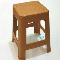 Kursi / Bangku Tinggi Plastik Model Rotan Coklat