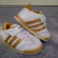 Sepatu Anak Adidas White garis Gold