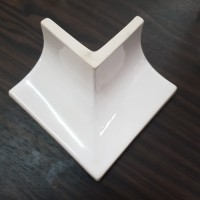 Hospital Plint Sudut Luar Keramik 5 cm