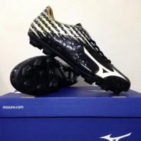 Sepatu Bola Mizuno Basara 104 MD Black White Gold P1GA186609