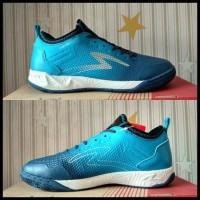 Penjualan Terbanyak Sepatu Futsal Specs Metasala Musketeer Galaxy Blue