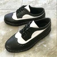 Sepatu Docmart - Rocker - Hitam Putih - Classic - Wingtip - Pantofel
