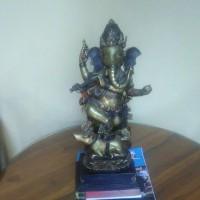 arca sri Ganesha menari di atas tikus