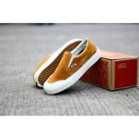 Sepatu Slip On Pria Vans Halfmoon Coklat Putih Casual Import