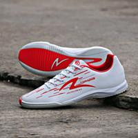Sepatu Futsal Specs Accelerator Lightspeed IN White Emperor Red