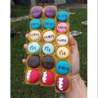 Baby Mini Macaroon Macaron Huruf box isi 6 Cookies Kue Kering