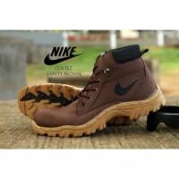 Sepatu Pria Nike Travis Boots Safety Tracking Hiking Kerja