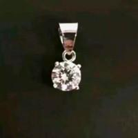 Liontin berlian asli 0,30 crt dengan bhn emas asli,mata/bandul kalung