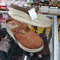 sepatu sandal slop KICKERS wanita coklat