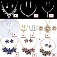 Set Perhiasan Anting + Kalung Pesta dengan Kristal Berkilau Elegan