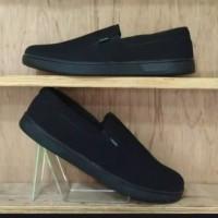 sepatu vans hitam polos