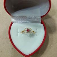 cincin anak model bunga mata merah putih 1/2 gram emas muda