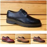 Sepatu Boots Pria Dr Martens Pendek Terlaris