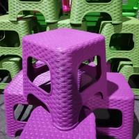 Bangku/Kursi Pendek Persegi Tanggung Plastik Anyam (Tinggi 25cm)