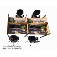 Meja kantor Uno partisi 4 orang staff