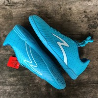 SEPATU FUTSAL SPECS BARRICADA GUARDIAN IN CITY BLUE WHITE ORIGINAL P