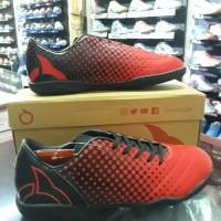 Sepatu Futsal OrtusEight Utopia OrtRed/Black