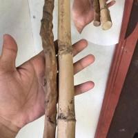 Kayu Penunduk dan Bambu Buta