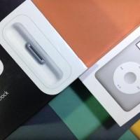 BRAND NEW IN BOX - ipod classic 7th gen 160gb silver & universal dock