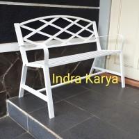 Kursi teras atau kursi taman besi