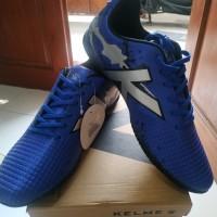 Sepatu futsal KELME model STAR EVO warna royal blue/silver