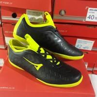 sepatu futsal hitam merk ARDILES original