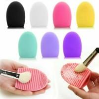 tatakan bentuk egg pembersih kuas cleaning brush make up tool