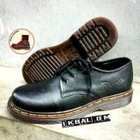 Boots Dr Martens Docmart 3 Lubang Hole Hitam Black Sepatu Punk Rock