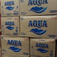 Aqua air minum kemasan 600 ml / dus