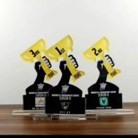 Termurah dan Express Custom Plakat Trophy Akrilik Wisuda