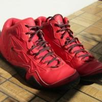 Sepatu basket league