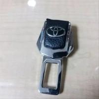 colokan seat belt . safety belt logo toyota kulit mobil sienta