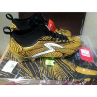 Sepatu Bola Specs Barricada Ultra Limited Edition Gold/Black Limited