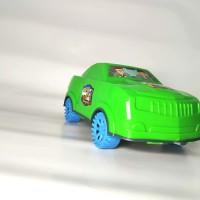 mainan mobil balap sedan