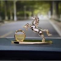 Parfum Kopi + Pajangan Kuda Dashboard Mobil  Hiasan Mewah rasa Premium - Kuda Gold