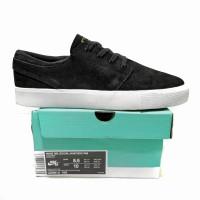 Sepatu Sneakers Casual Nike SB Zoom Janoski RM Suede Black White BNIB