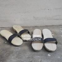 Sandal bakiak untuk ke masjid/air