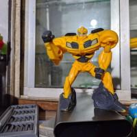 TRANSFORMER BUMBLEBEE ROBOT ACTION FIGURE MCD