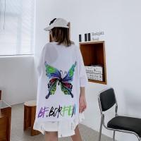 Kaos T-Shirt Wanita Dengan Potongan Longgar Dan Gambar Kupu-Kupu