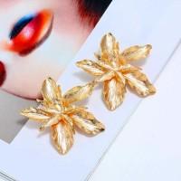 Anting Tusuk Bunga Besar Warna Gold Aksesoris Perhiasan Pesta Wanita.