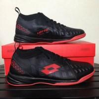 - Sepatu Futsal Lotto Energia In Jet Black Solar Red