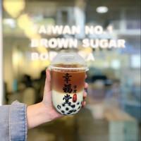 XING FU TANG BROWN SUGAR BOBA WITH BLACK TEA LATTE