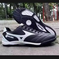 Sepatu Futsal Mizuno Hitam Putih