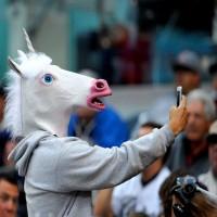 Dekorasi Pesta Topeng Latex Bentuk Kepala Unicorn Putih, Cocok untuk