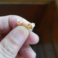 giwang anting tusuk desi 0,5 gram 700 70% emas asli
