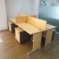 Meja Kerja 4 Staff Kantor Cubicle Sekat Partisi Workstation Kaki Besi